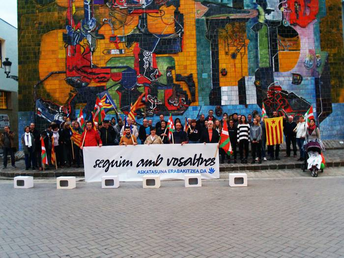 Kataluniako auzipetuekiko elkartasun elkarretaratzea 19:30etan Mikel Laboa plazan