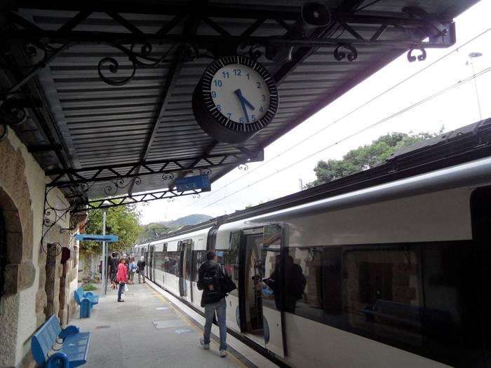 NOAUA!-ren tren eta bus ordutegi berriak herriko gune desberdinetan eskuragarri
