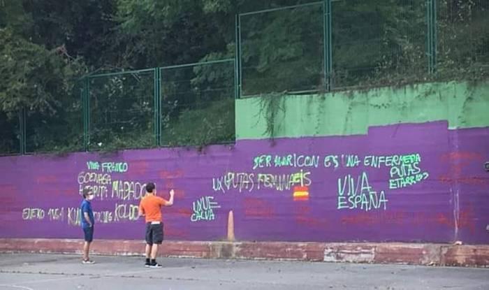 Pintada frankista, homofobo eta matxistak Oriarten