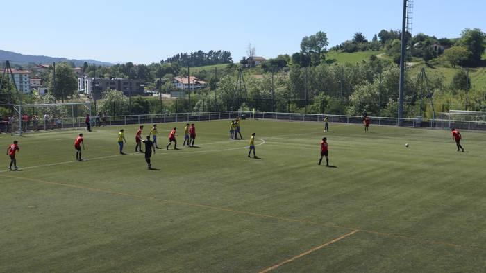 Futbol partidak eta klubeko argazkia Haranen