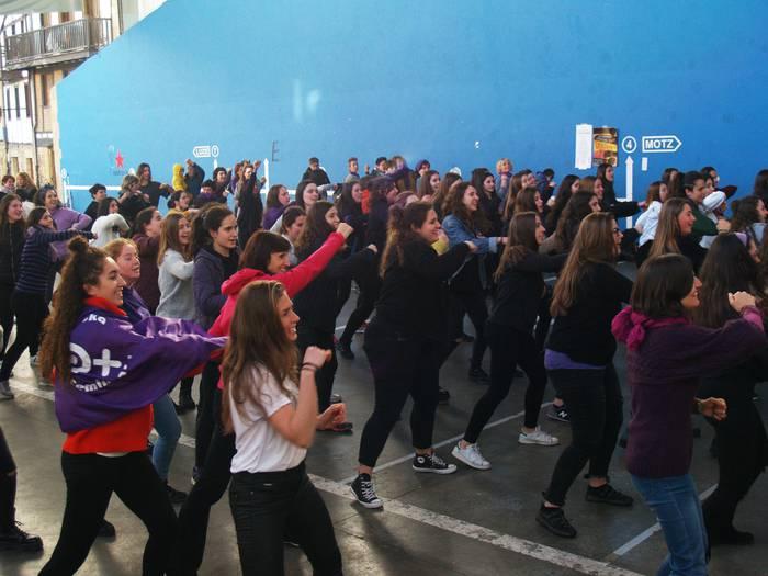 Autodefentsa feminista ikastaroa larunbatean Potxoenean