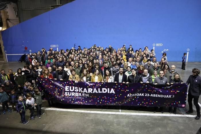 Euskaraldia: izen ematea eta txapa banaketa