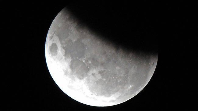 Urteko lehen ilargi-eklipsea gaur iluntzean
